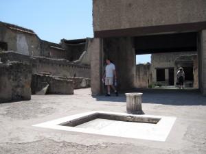 180_herculaneum_truk_courtyard