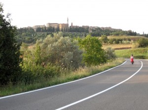 255_pienza_below_vespa
