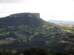 393_tuscany_n_pietra_di_bismantova_side