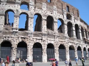 476_rome_colosseum_holes