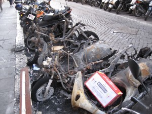 517_rome_burned_vespas